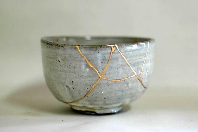 Kintsugi-technique-with-gold-leaf